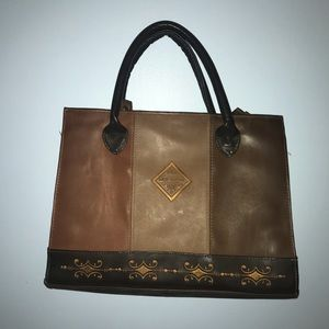 GOING SOON! Paris classic leather purse bag 💼